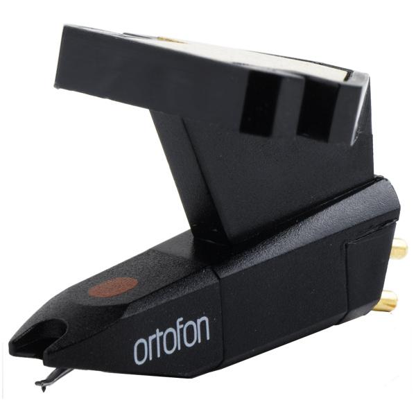 Картридж для проигрывателя винил. дисков OrtofonКартриджи для проигрывателей виниловых дисков<br>Выходное напряжение: 4 мВ,<br>Рекомендованная прижимная сила: 1.75г (17.5мН),<br>Страна: Дания,<br>Материал иглы звукоснимателя: алмазная,<br>Ёмкость нагрузки: 200-600 pF,<br>Сопротивление нагрузки: 47 кОм,<br>Тип иглы: эллиптическая,<br>Податливость, динамическая, боковая: 20 мкм/мН,<br>Частотный диапазон: 20 Гц - 25 кГц,<br>Цвет: черный,<br>Гарантия: не предоставляется,<br>Совместимость: универсальный,<br>Тип головки звукоснимателя: Подвижный магнит,<br>Количество игл: 1,<br>Вес: 5 г<br>