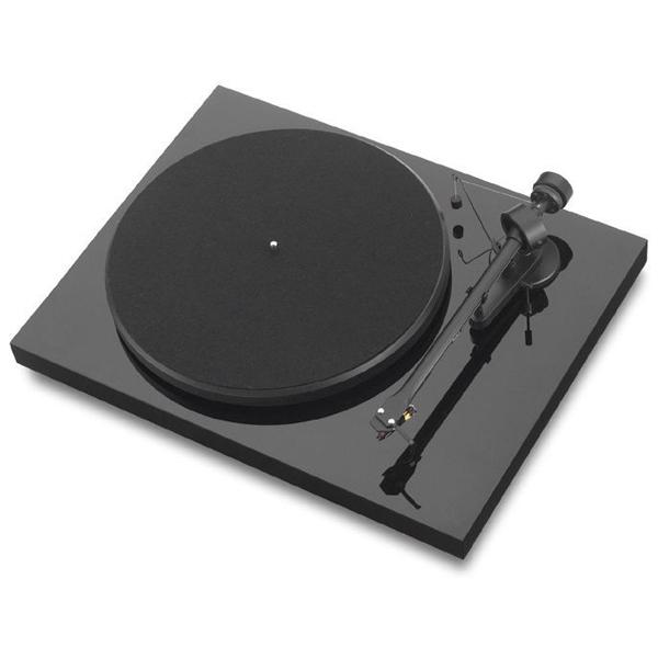 Проигрыватель виниловых дисков Pro-JectПроигрыватели виниловых дисков<br>Материал иглы звукоснимателя: алмазная,<br>Звукосниматель: в комплекте,<br>Кабель USB: в комплекте,<br>Тип привода 1: ременной,<br>Вес: 6 кг,<br>Материал корпуса: двп,<br>Регулир. противовес тонарма: Да,<br>Микролифт: Да,<br>Регулятор противоскатывания: Да,<br>Интерфейс связи с ПК: USB 1.1,<br>Тип головки звукоснимателя: Подвижный магнит,<br>Вид гарантии: гарантийный талон,<br>2-х канальный выход RCA: 1,<br>Материал диска: сталь,<br>Габаритные размеры (В*Ш*Г): 12*42*32 см,<br>Потребляемая мощность: 16 Вт<br>