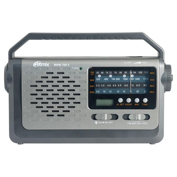 Радиоприемник RitmixРадиоприемники<br>Вход 3.5 мм аудио: 1,<br>Встроенный фонарик: Да,<br>Аналоговый тюнер: УКВ+FM/SW/MW,<br>Разъем для наушников 3.5 мм: 1,<br>Ручка для переноски: Да,<br>Материал корпуса: пластик,<br>Цвет: серый/серебр.,<br>Тип исп. батареи: 3 х D (LR 20),<br>Встроенные часы: Да,<br>Цифровой дисплей: 1,<br>Блок питания: доп.опция,<br>Будильник: 1,<br>Питание от сети 220 В: Да,<br>Страна: КНР,<br>Вид гарантии: гарантийный талон,<br>Звук: моно,<br>Вес: 580 г,<br>Тип управления: электронный/механич.,<br>Телескопическая антенна: Да<br><br>Вес г: 580<br>Цвет : серый/серебр.